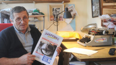 Photo of Momčilo Moci Srećković uređuje jedine seoske novine