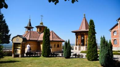 """Photo of Bajkovito LEŠJE: Sve veći broj turista dolazi da vidi manastir iz """"ruske bajke"""" (FOTO)"""