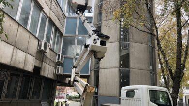 Photo of Sove u Sremskoj Mitrovici bezbedne, postavljene nalepnice zbog refleksije svetlosti okolnih zgrada
