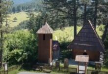 """Photo of Nepregledne borove šume """"skirivaju"""" malenu Jablanicu koja je biser seskog turizma na Zlatiboru (VIDEO)"""